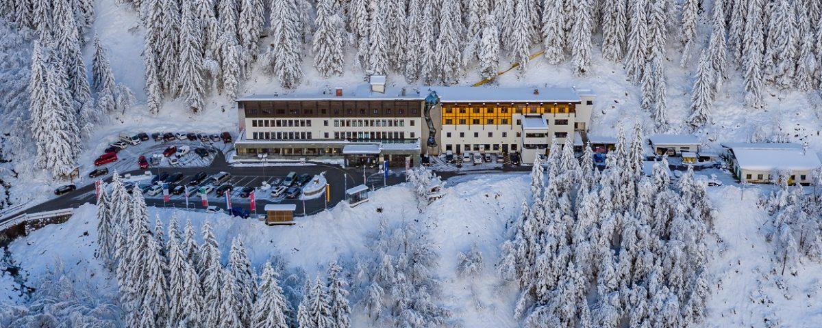 Gasteiner Heilstollen Außenansicht im Winter_Drohne