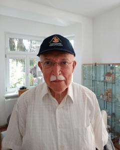 Morbus Bechterew Patient Peter Czinegei im Heilstollen
