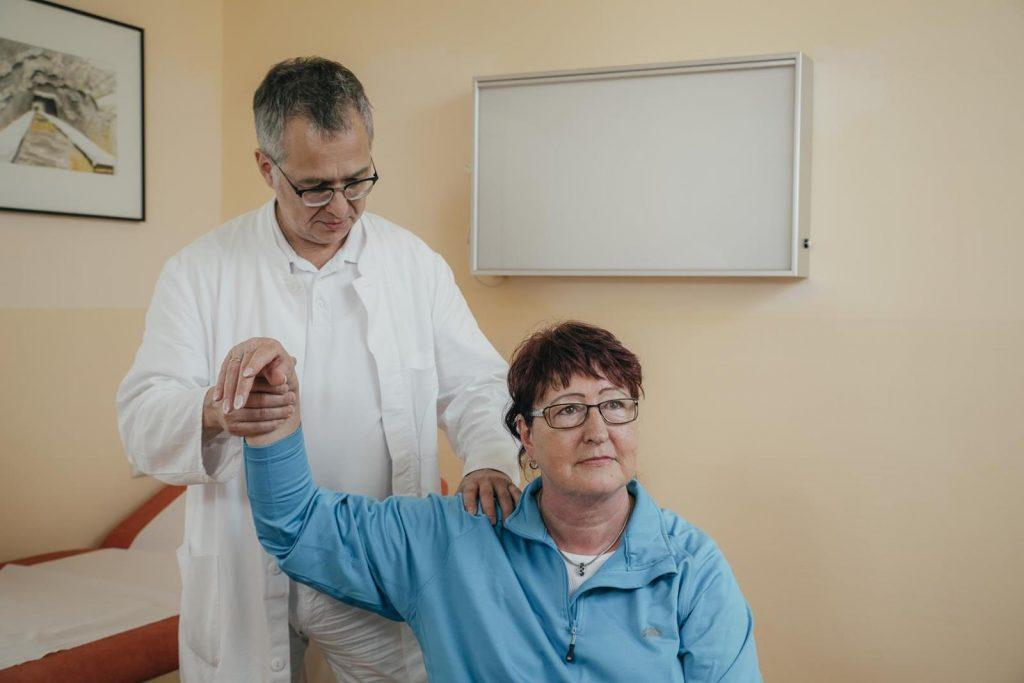 Ärztliche Untersuchung Heilstollen-Therapie
