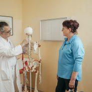 dr.-offenbaecher-erklaert-skelettaufbau_2749